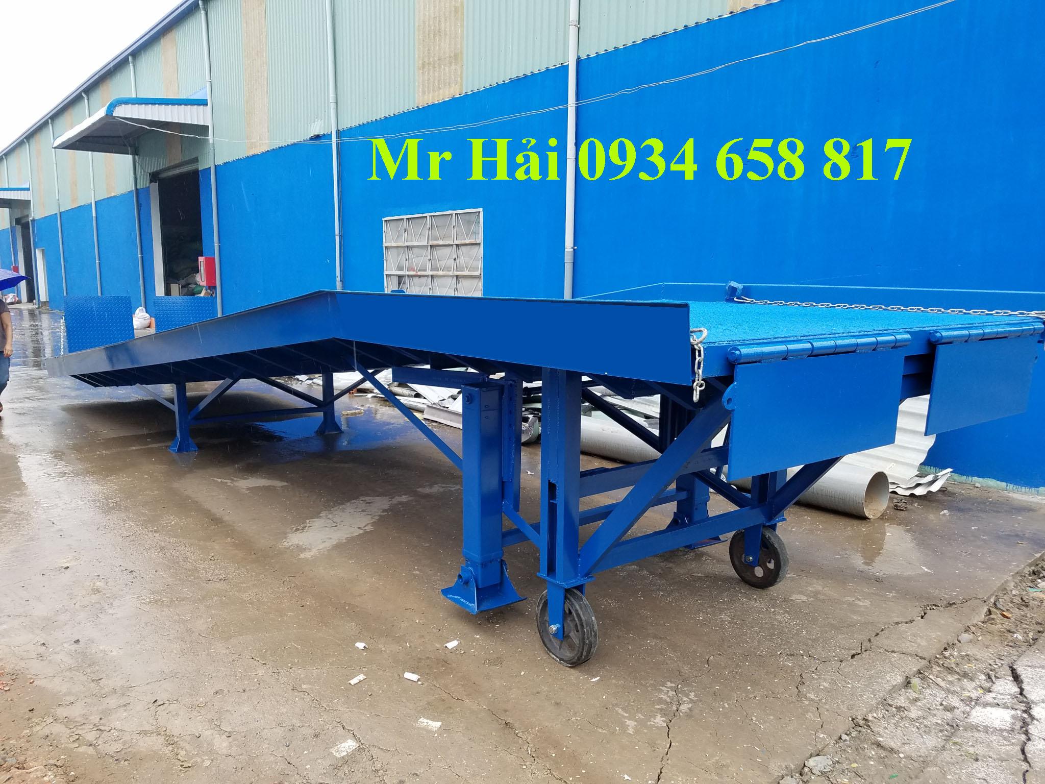 Cầu dẫn xe nâng lên container một thiết bị không thể thiếu tại các nhà máy công xưởng