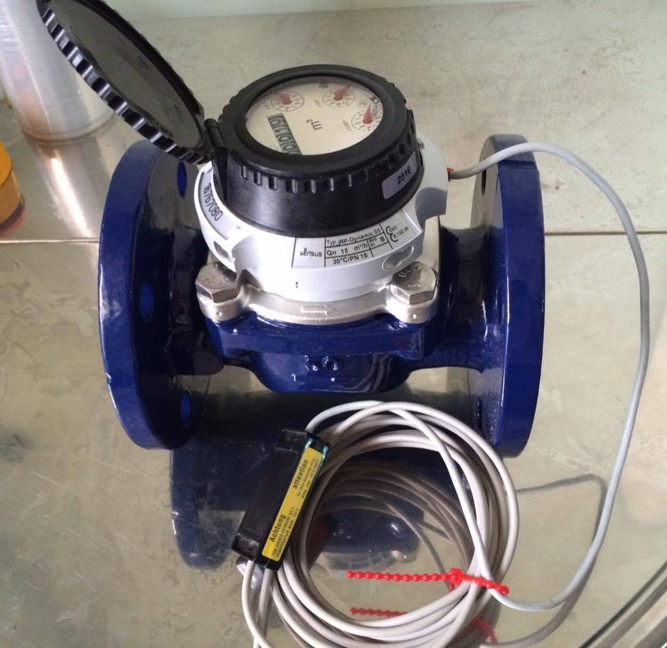 Đồng hồ nước gắn dây xung