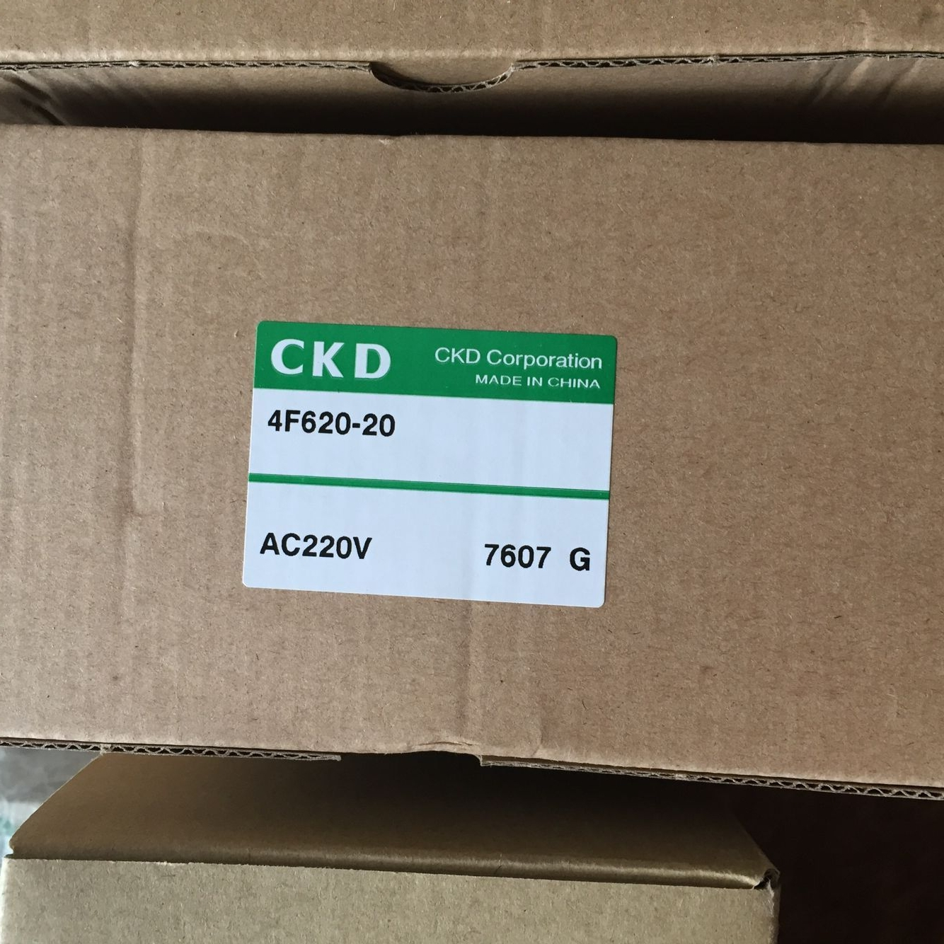 Van điện từ CKD 4F620-20