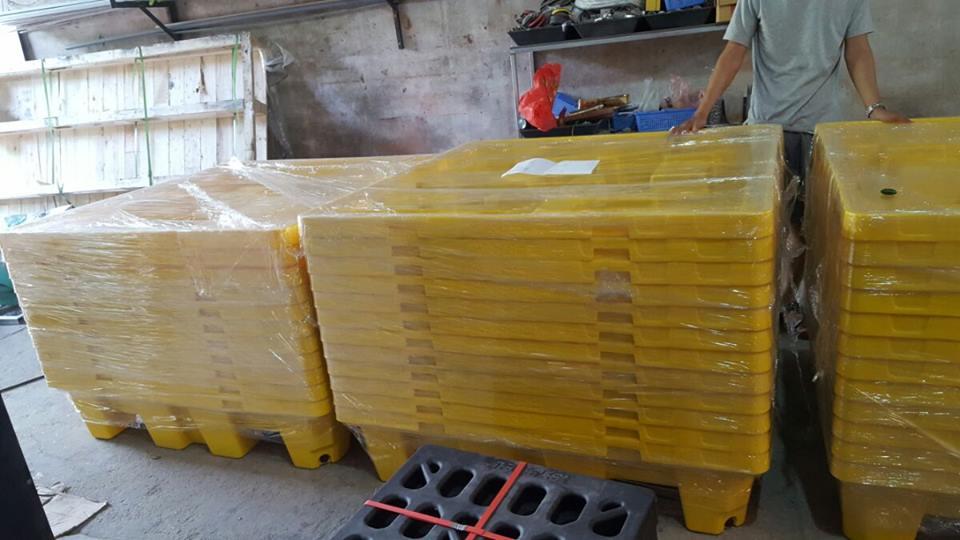 Pallet chống tràn hóa chất cho 4 thùng phi 1300x1280x300