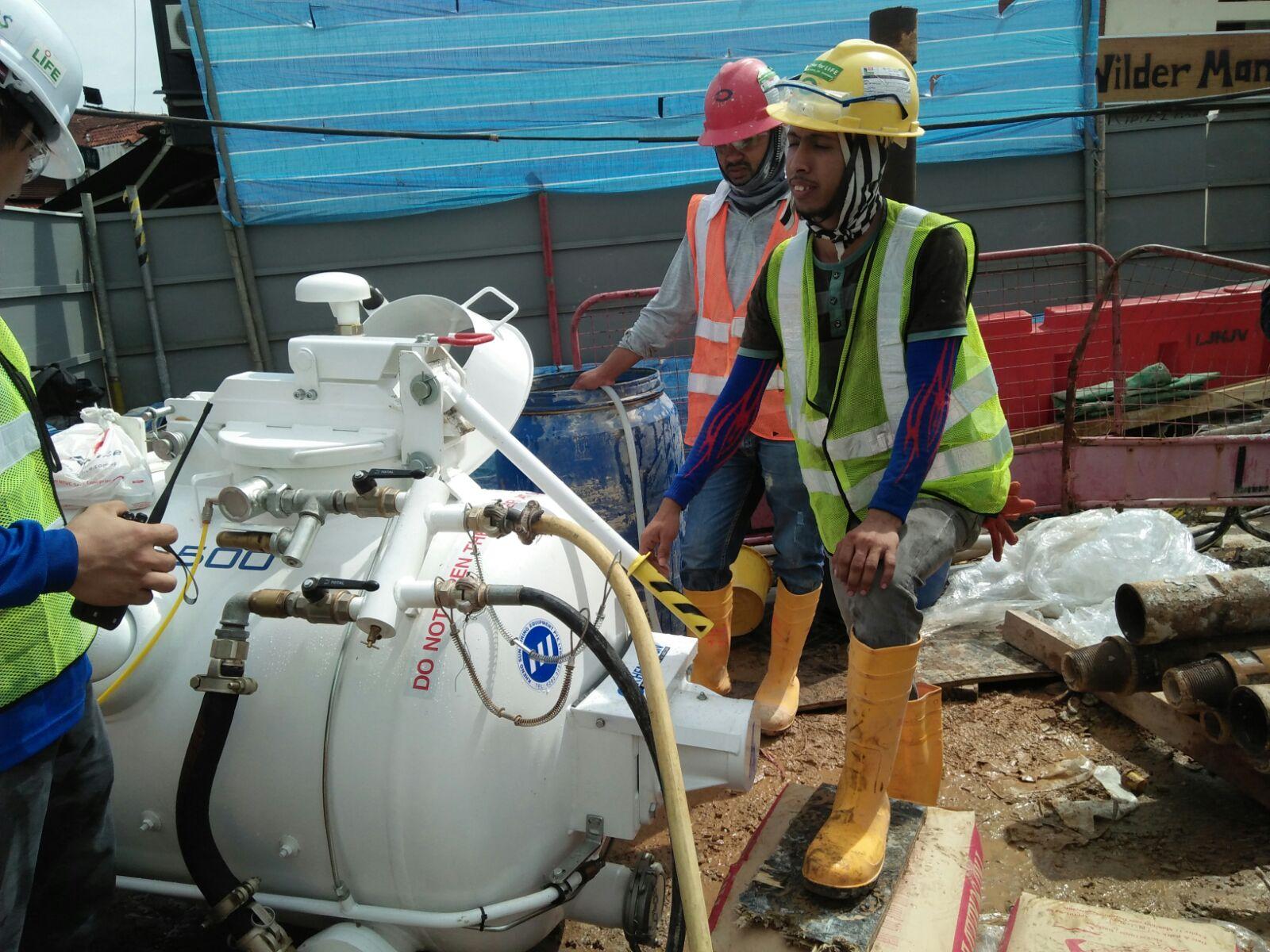 Máy bơm vữa láng nền, bơm cát, bơm bê tông đá mi VSE500 – Châu Âu dùng vận chuyển vật liệu thi công nhà cao tầng, nhà xưởng, tuyến Metro.