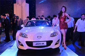 Mazda ra mắt 5 mẫu xe phiên bản 2012