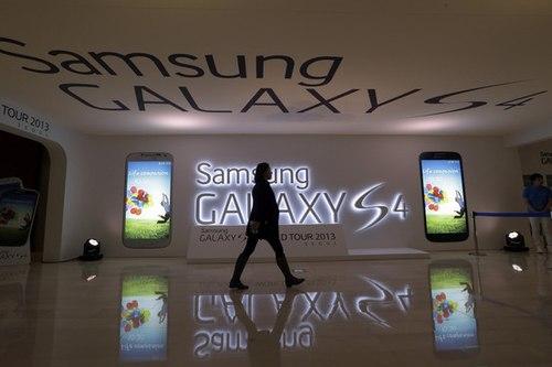 """Samsung """"đau đầu"""" vì quá giàu"""