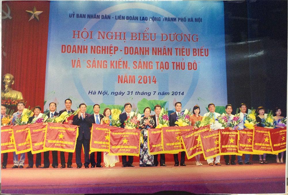 """CADI-SUN đón nhận Cờ, bằng khen """"đơn vị xuất sắc phong trào thi đua"""" của Thủ đô Hà Nội"""