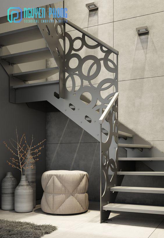 Cầu thang sắt hoa văn CNC sang trọng, sơn tĩnh điện bền, đẹp