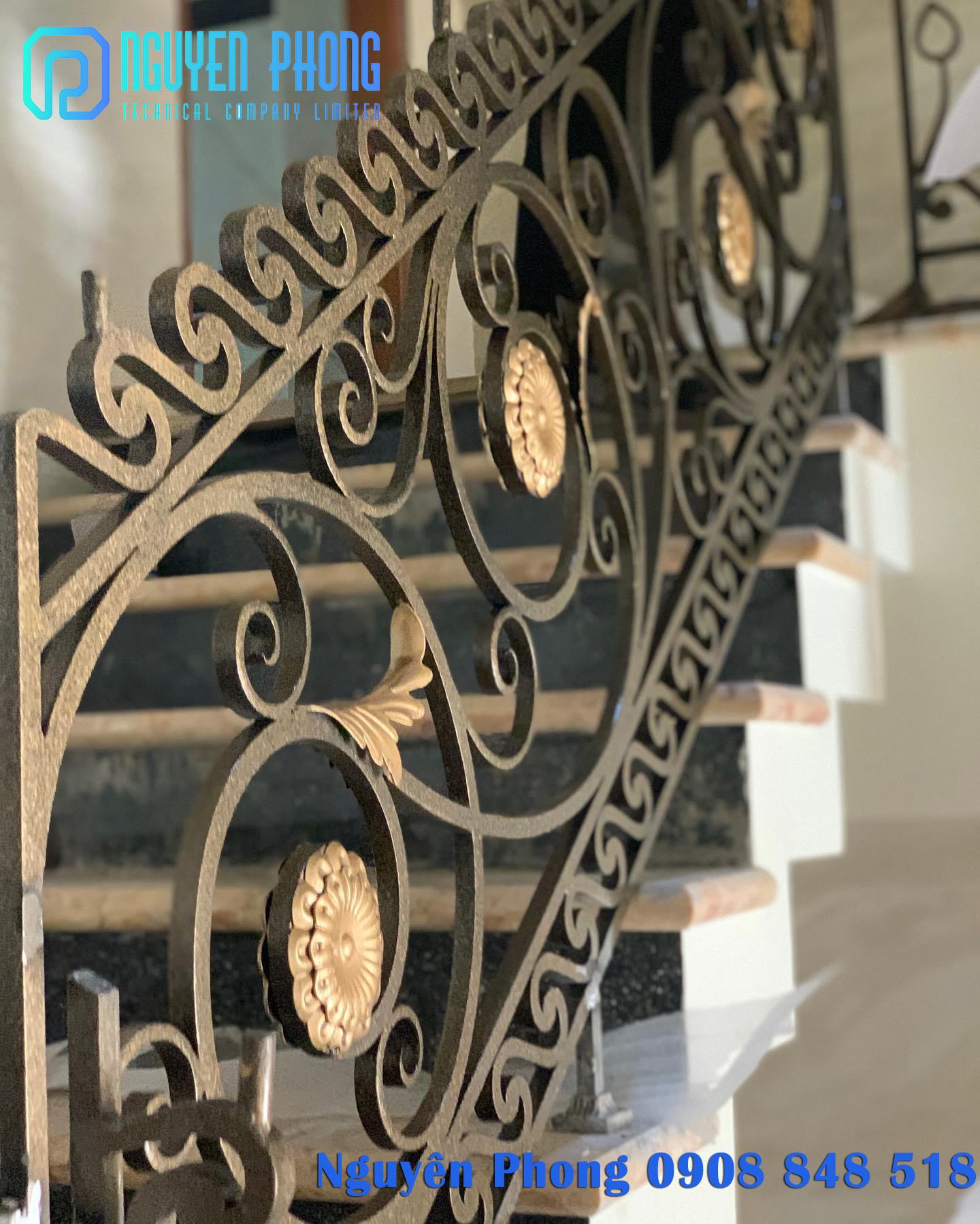 Cầu thang sắt uốn mỹ thuật - đẳng cấp, bền đẹp cho biệt thự, nhà phố