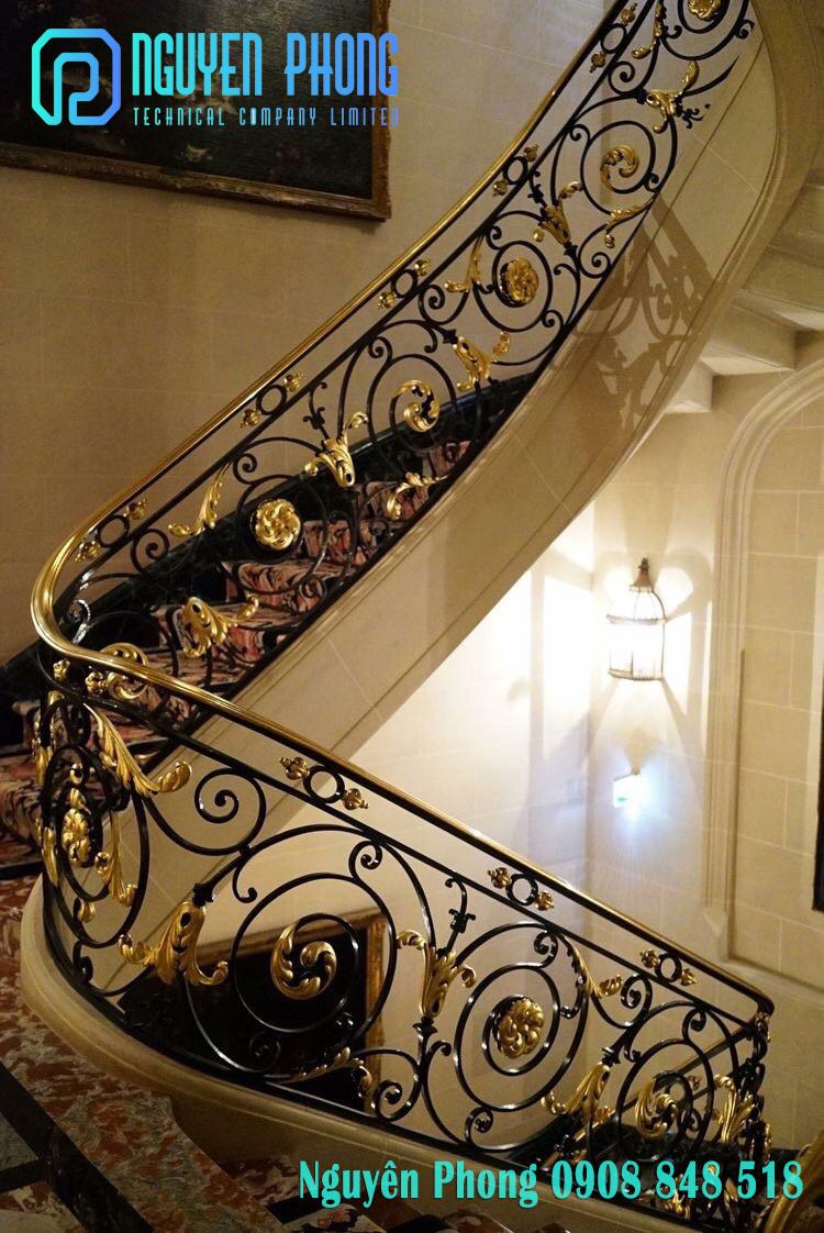 Cầu thang sắt uốn, sắt CNC nghệ thuật sang trọng, sơn tĩnh điện bền, đẹp