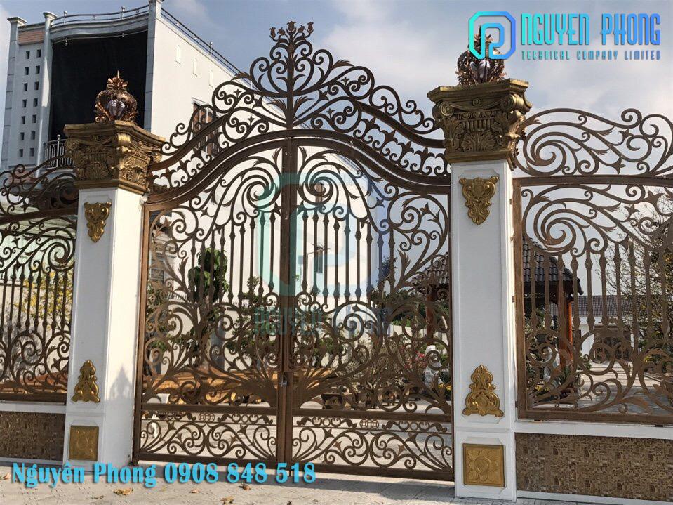Cửa cổng sắt cắt CNC, cổng sắt uốn nghệ thuật trang trí biệt thự, nhà phố đẹp nhất 2020