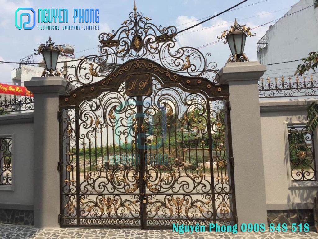 Cửa cổng sắt mỹ thuật cho biệt thự, nhà phố đẹp, sang trọng