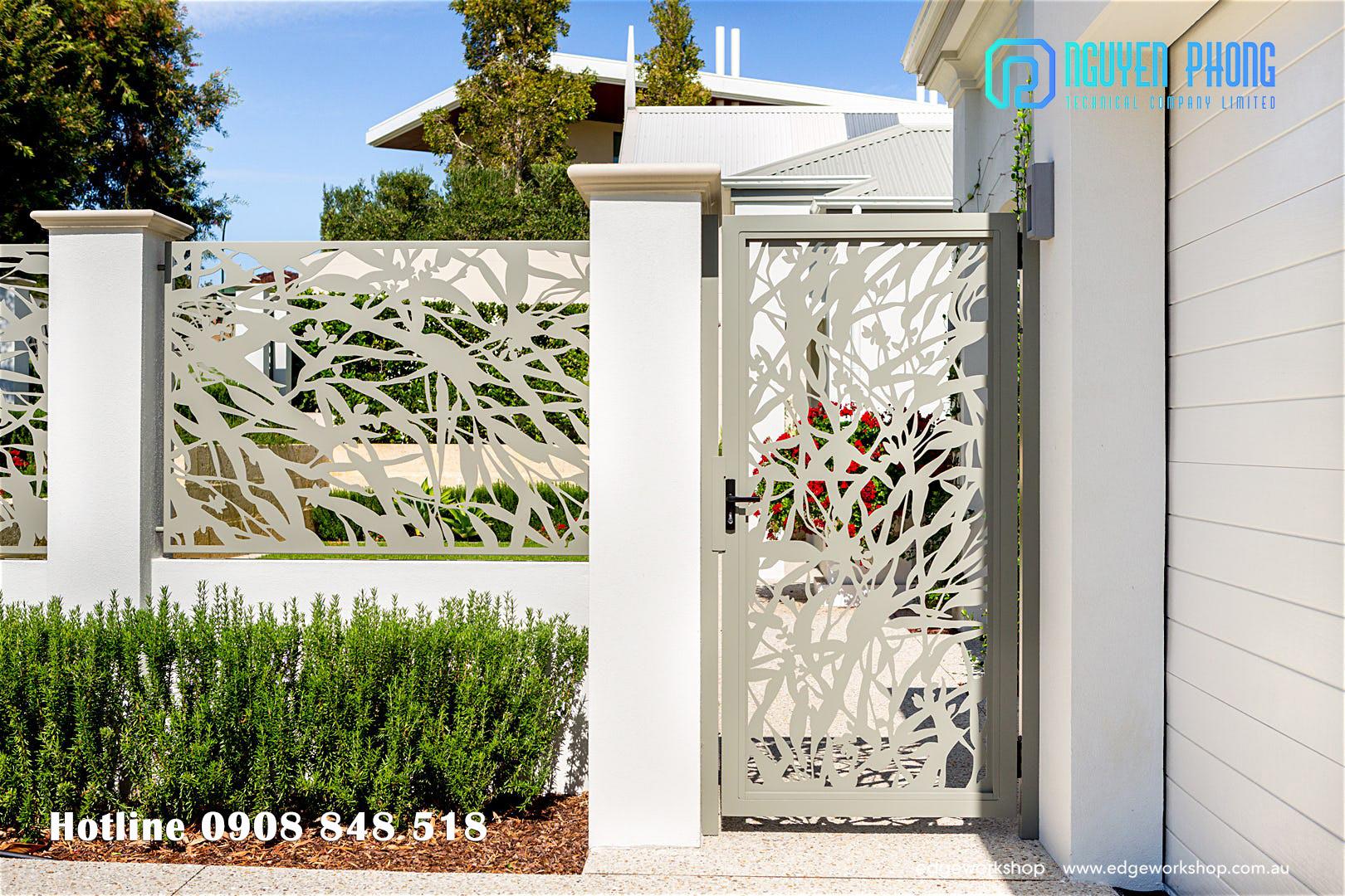 Hàng rào sắt hoa văn tinh tế cắt CNC, hàng rào sắt uốn cổ điển cho nhà đẹp 2021