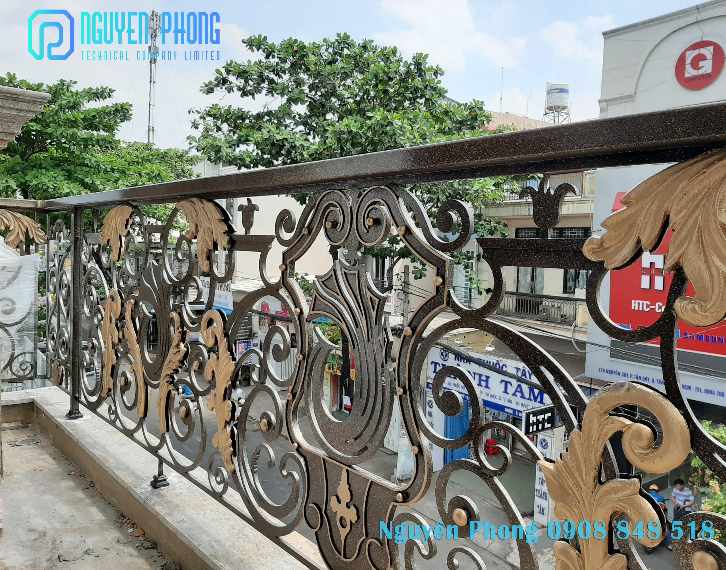 Lan can ban công sắt CNC - sắt mỹ thuật, sơn epoxy cao cấp Nguyên Phong