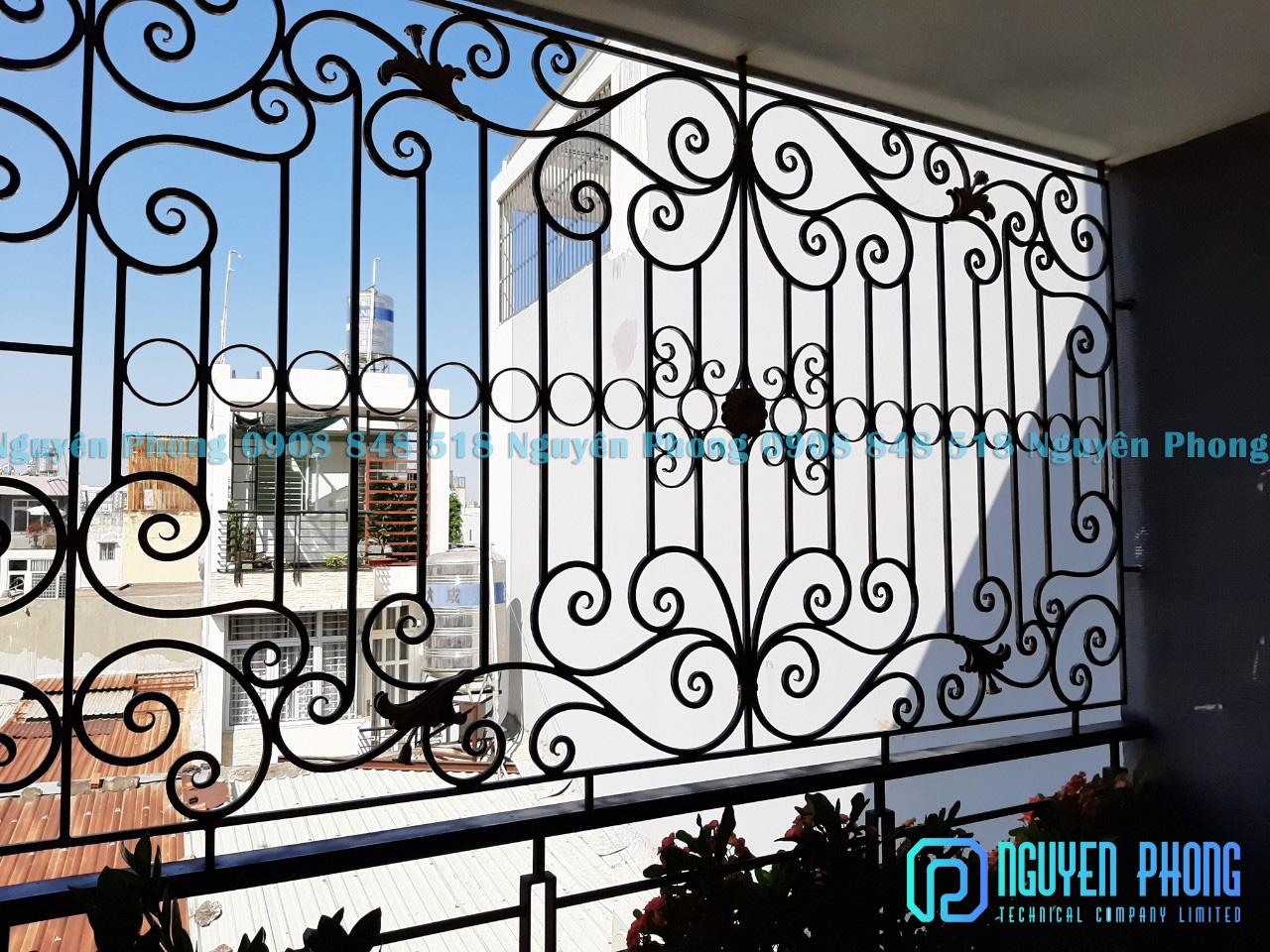 Mẫu khung cửa sổ sắt mỹ thuật đẹp, sang trọng cho nhà phố, biệt thự 2020