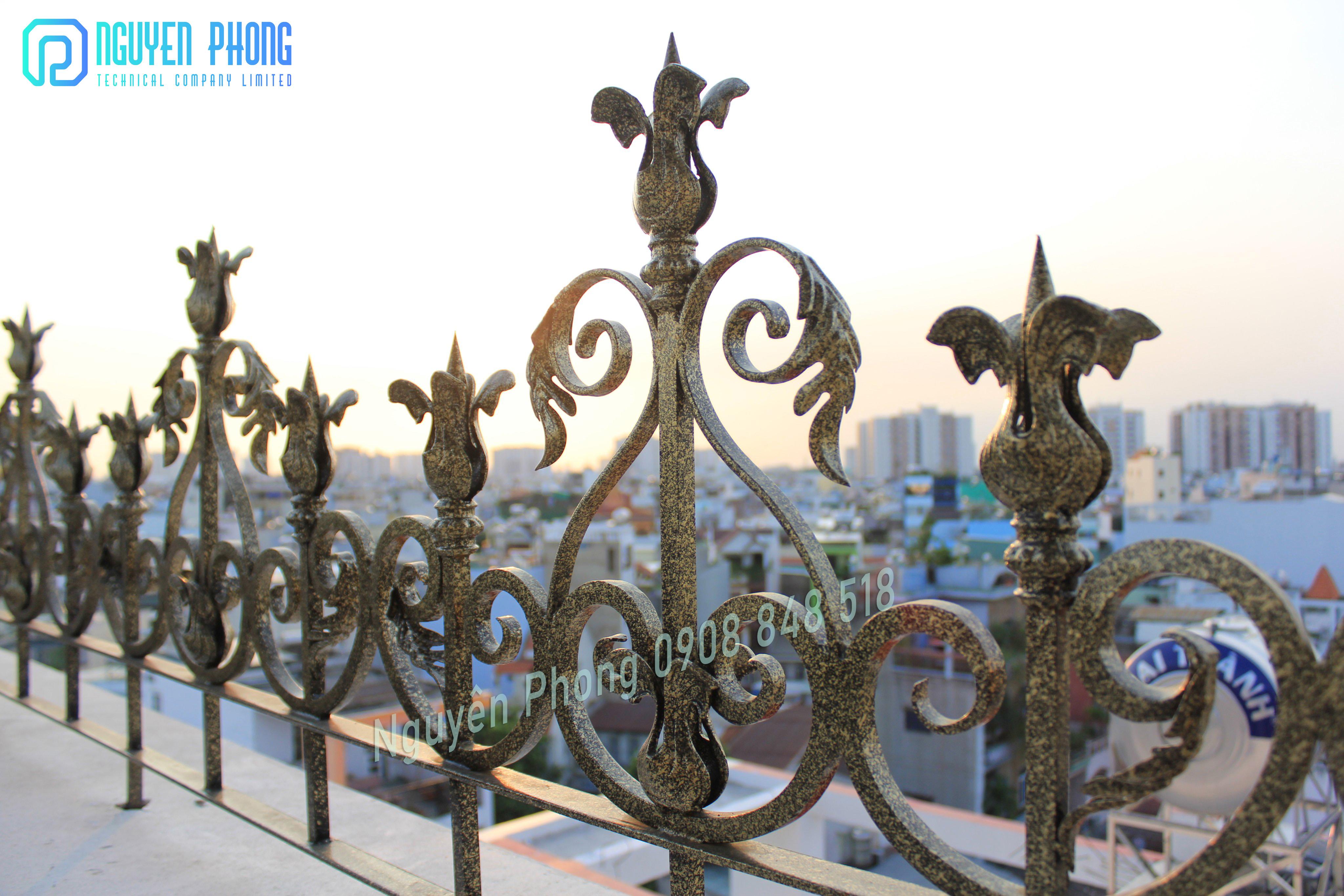 Thiết kế, gia công, thi công hàng rào sắt uốn nghệ thuật cao cấp cho biệt thự, villa cổ điển