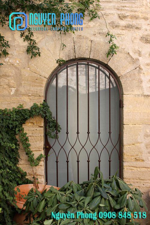 Thiết kế, gia công, thi công hoàn thiện khung bảo vệ cửa sổ sắt mỹ thuật cho biệt thự nhà phố