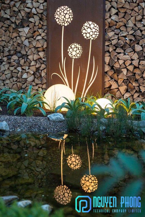 Tranh sắt nghệ thuật trang trí đèn chiếu sáng sân vườn, nội thất đẹp mắt, hoa văn cắt CNC theo yêu cầu