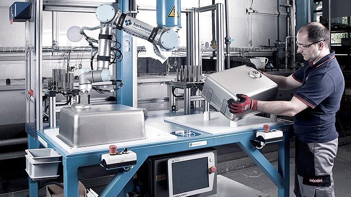 Cánh tay robot cộng tác - Universal Robots