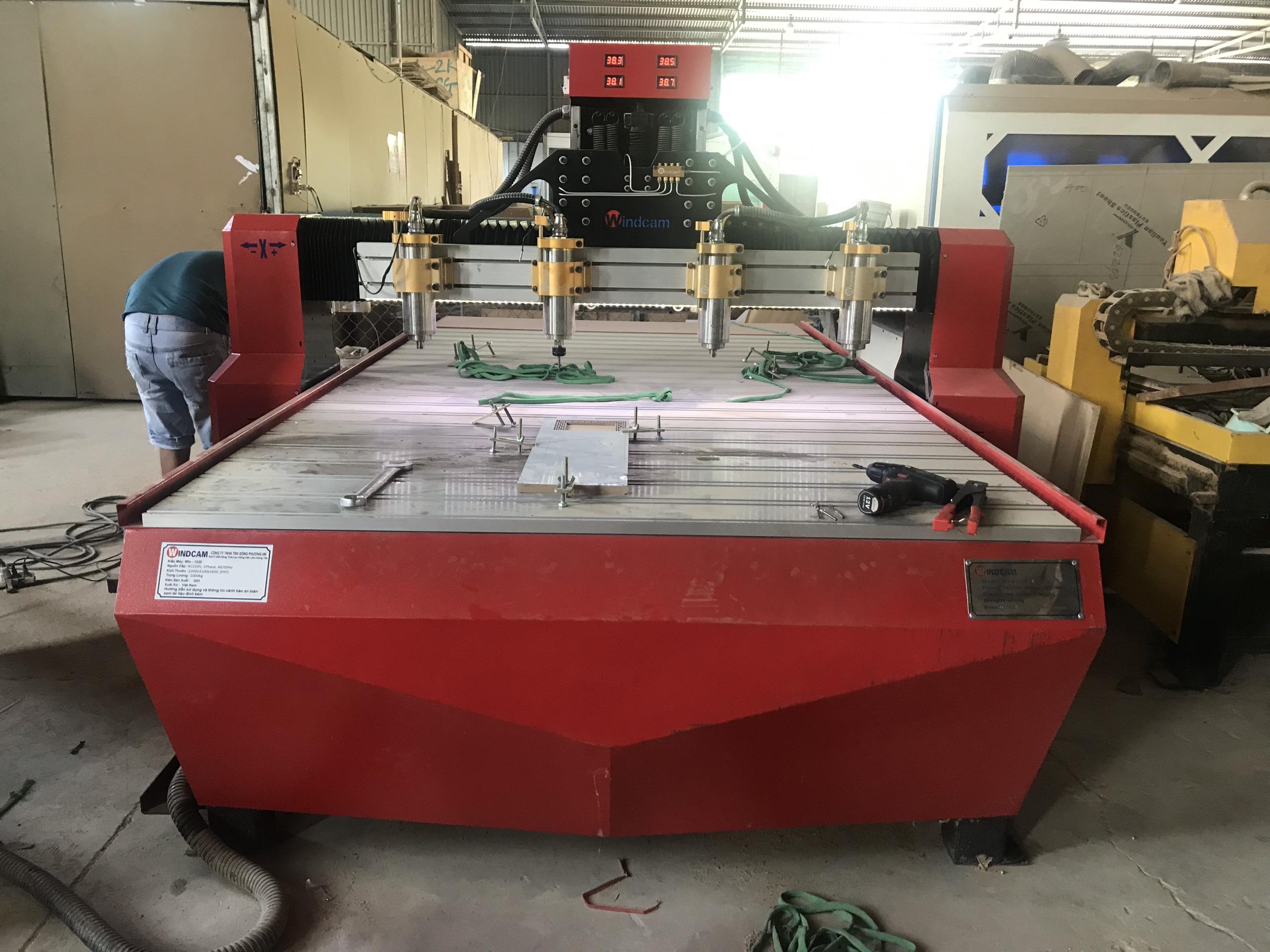 Máy CNC đục khắc gỗ 4 đầu giá rẻ
