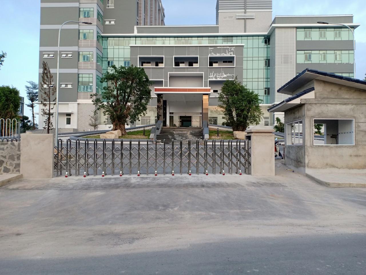 Cổng xếp inox LBSKY, Lắp tại bệnh viện Phương Chi, Bình dương