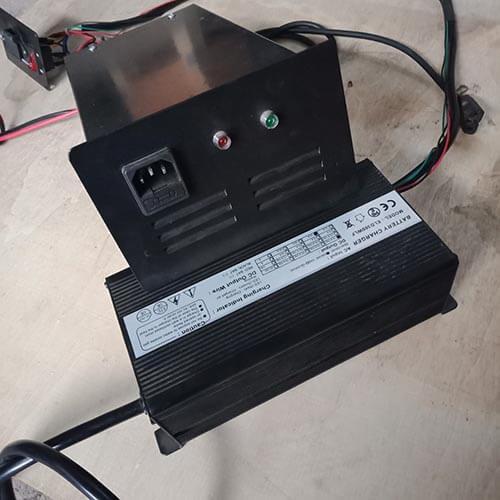 Bạn bộ sạc bình điện 12V