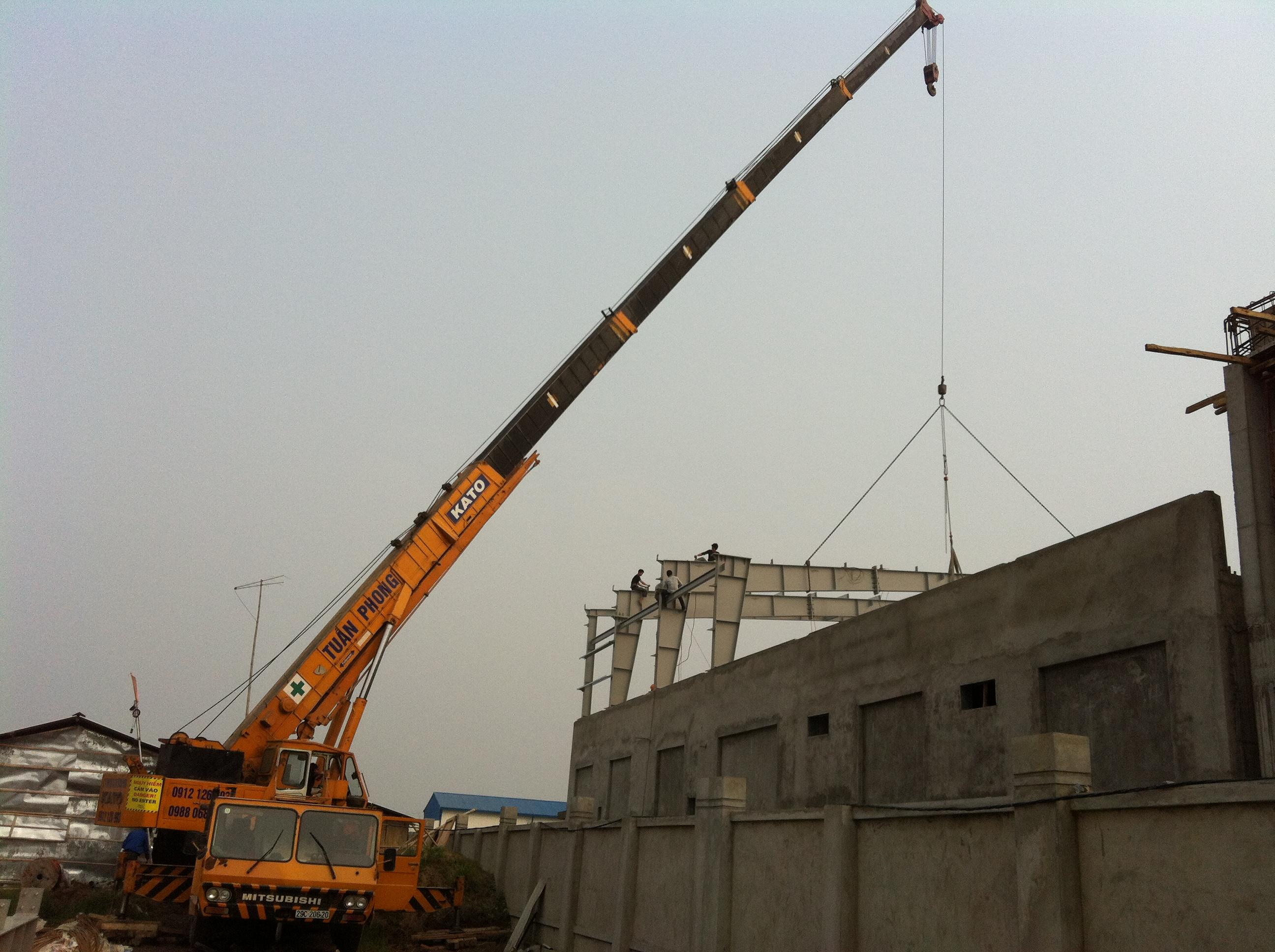 cho thuê xe cẩu chuyên dùng 25 tấn, cho thuê xe cẩu chuyên dùng  tấn , cho thuê xe cẩu 120 tấn 0912 126 993