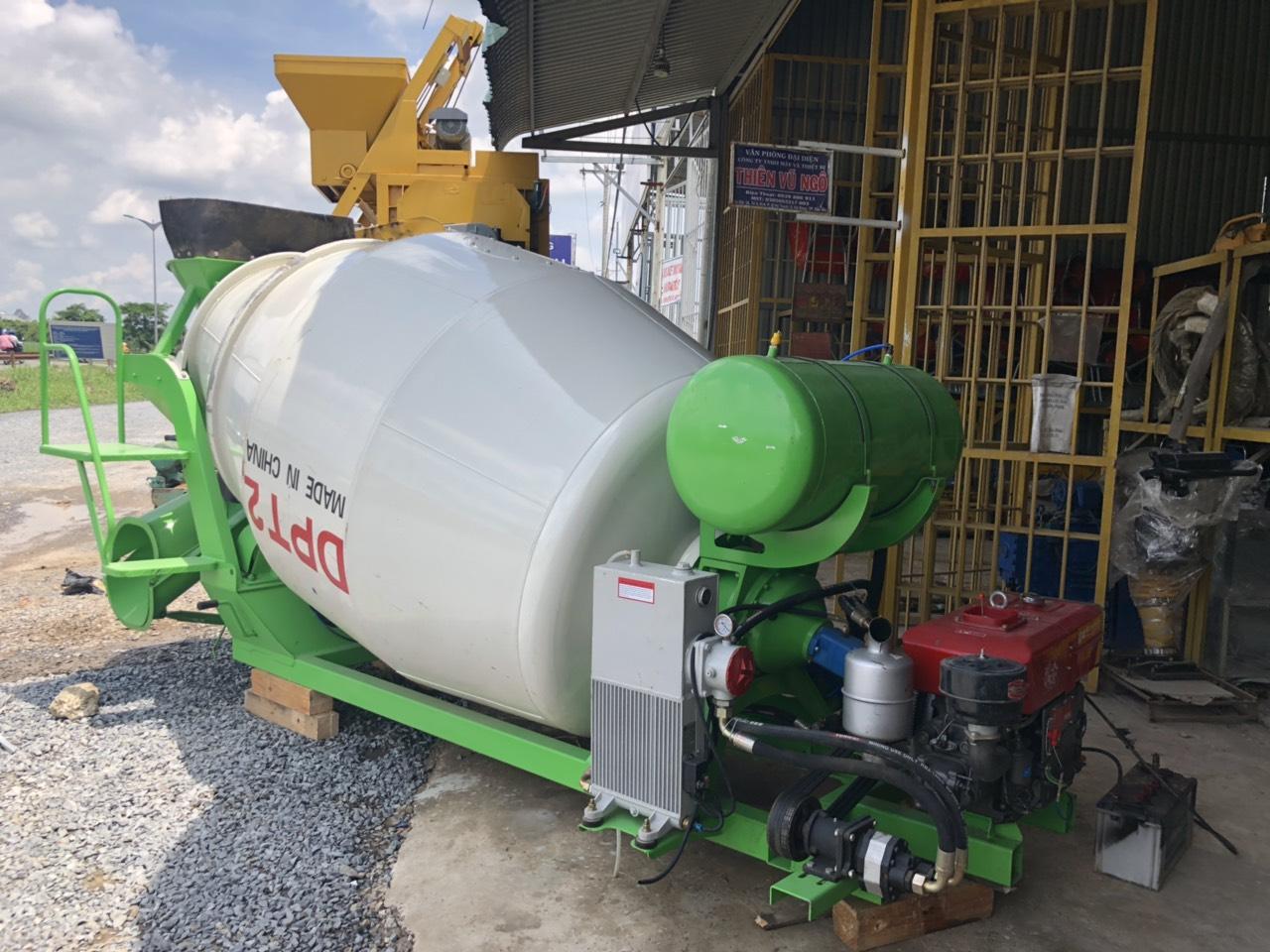 bồn trộn bê tông HPT2 động cơ D15