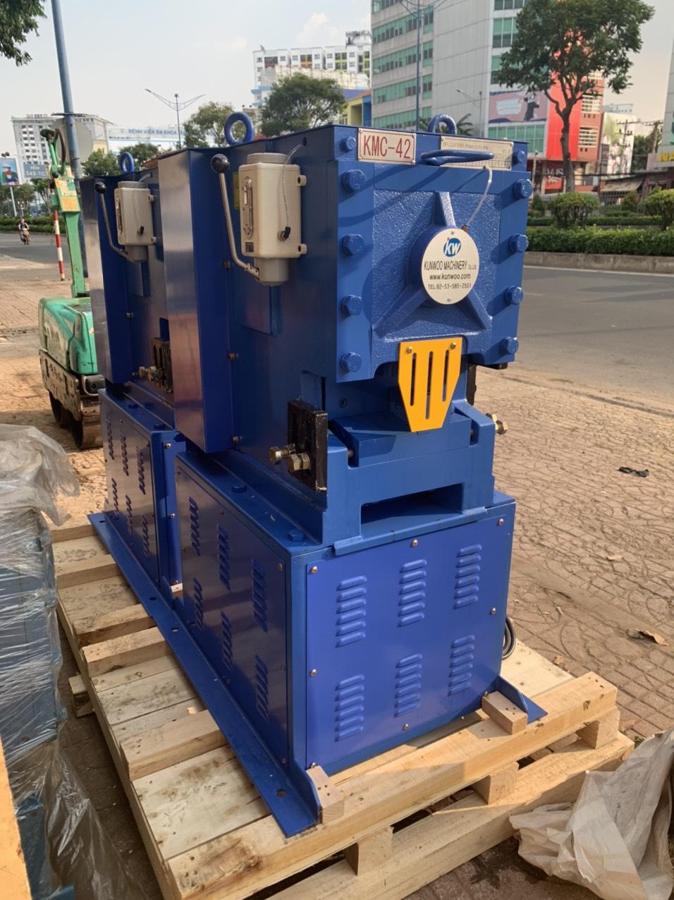 máy cắt sắt kunwoo kmc42