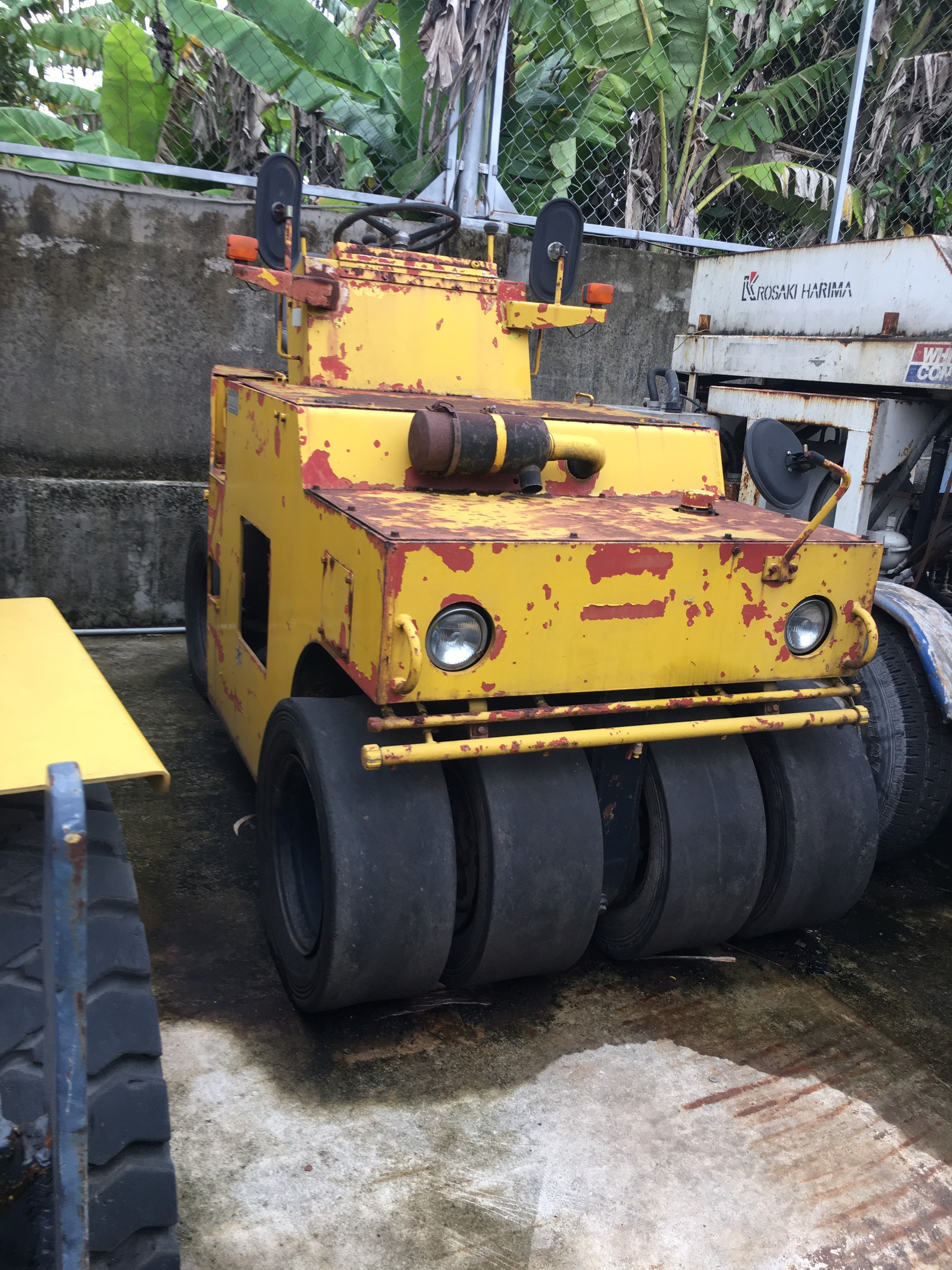xe lu bánh lốp SAKAI TS31