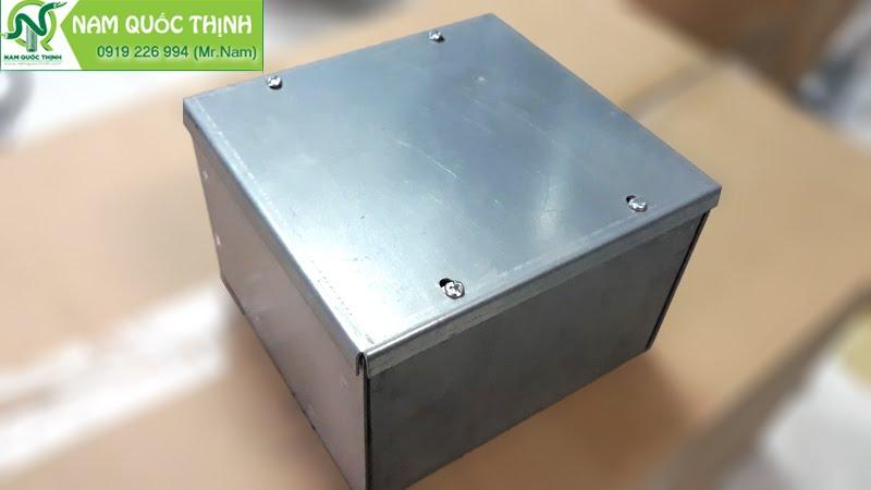 Hộp thép Pullbox trung gian dùng thi công hệ thống điện