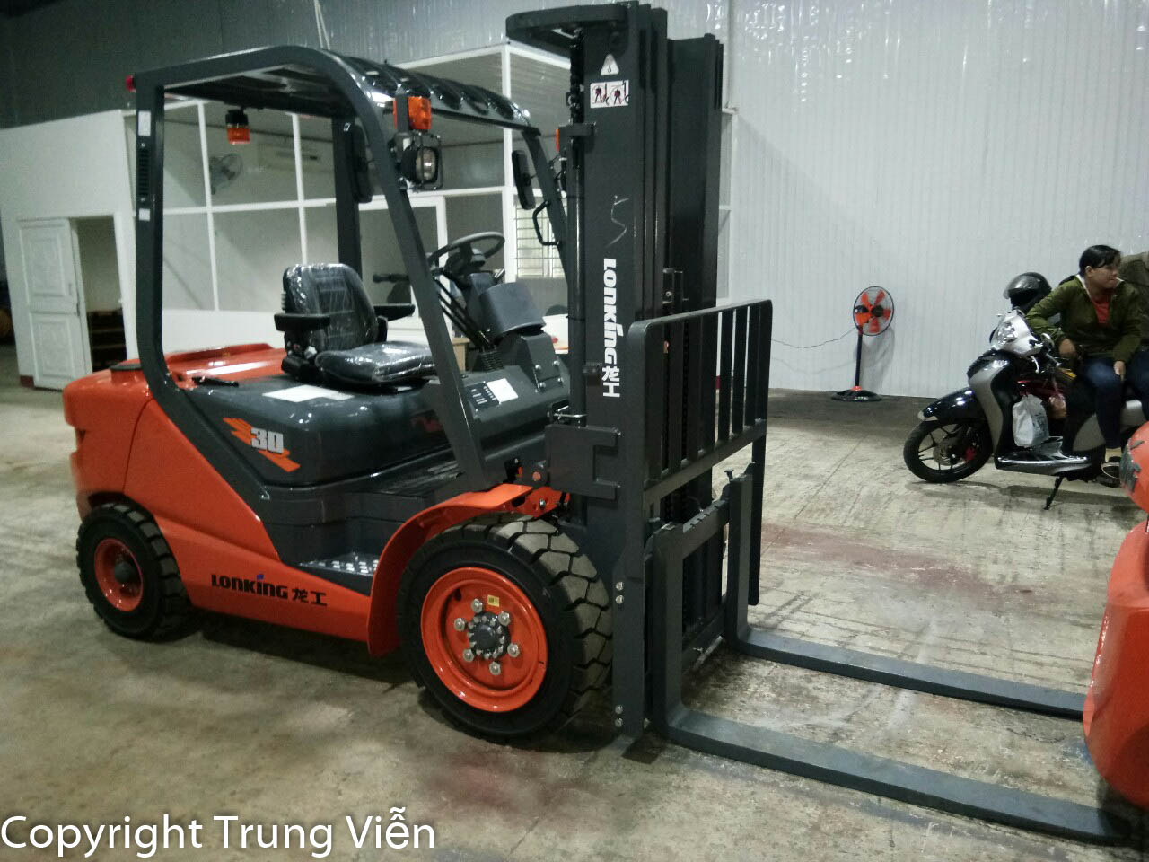 Xe nâng 3 tấn Lonking - động cơ dầu Mitsubishi Nhật