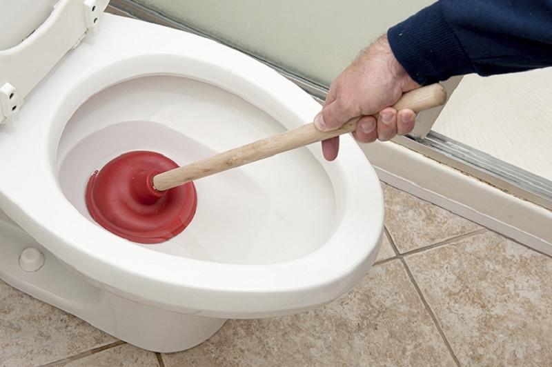 Cách tự thông tắc vệ sinh tại nhà