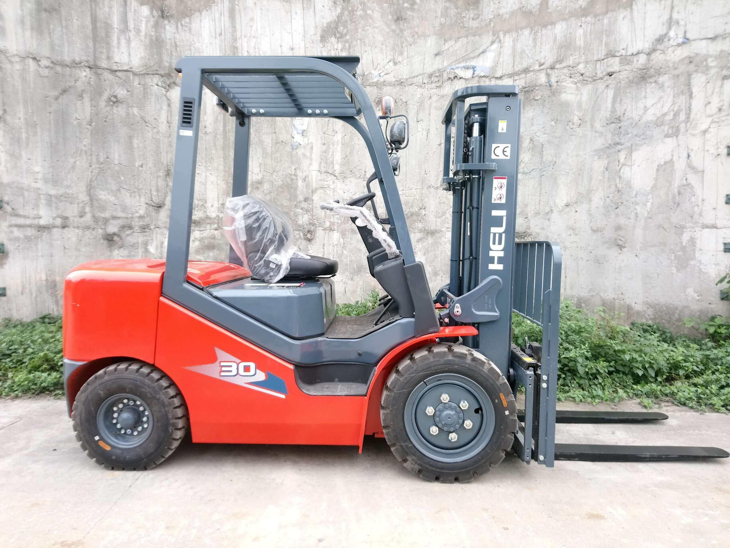 Xe nâng dầu 3 tấn Heli chất lượng