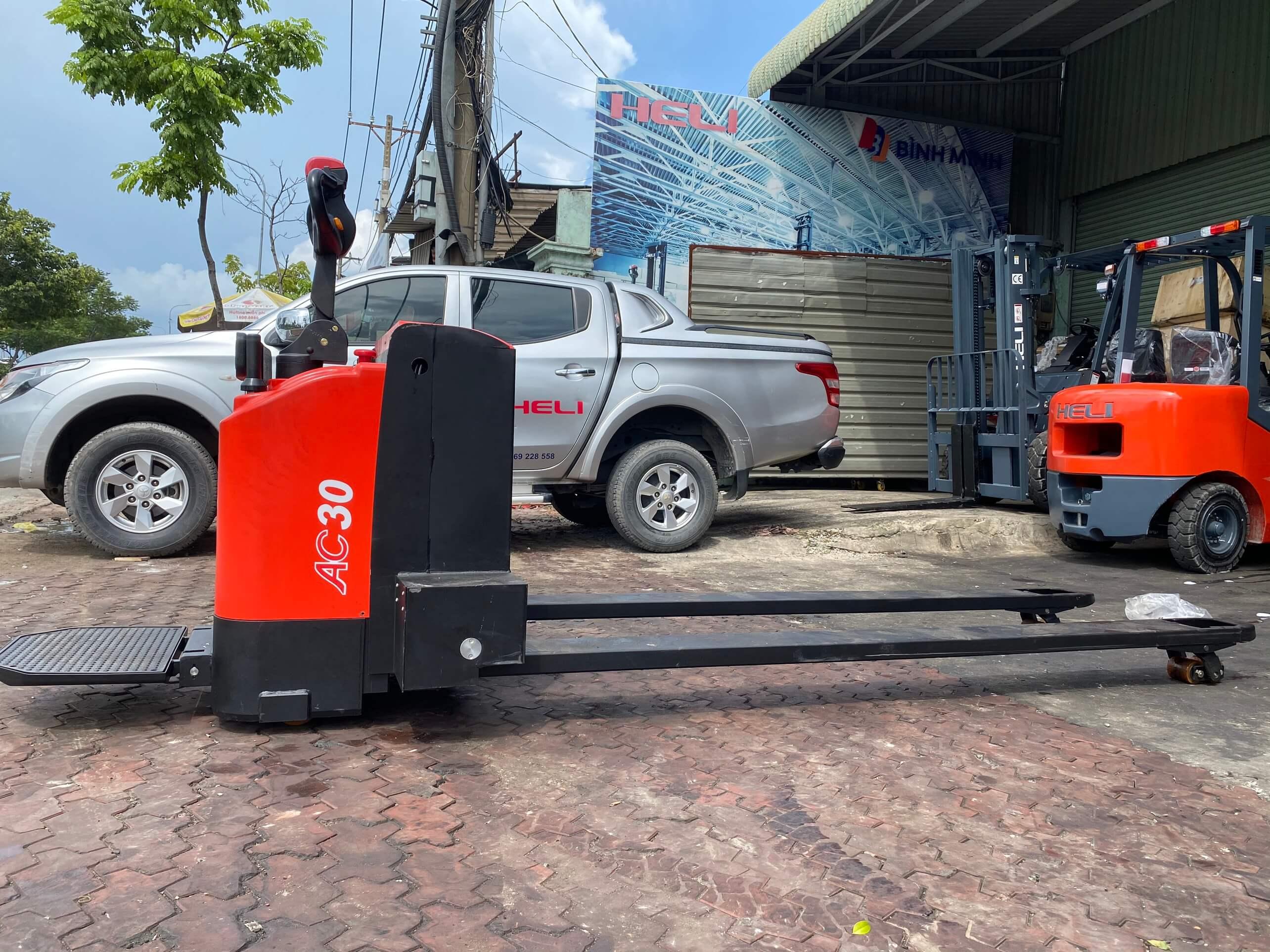 Xe nâng điện thấp 3 tấn Heli CBD30