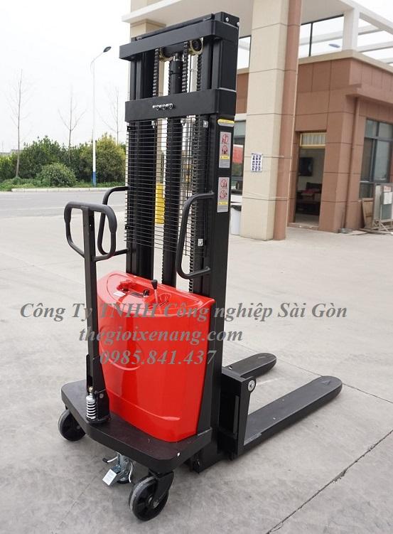 Xe nâng bán tự động 1500kg nâng cao 3 mét