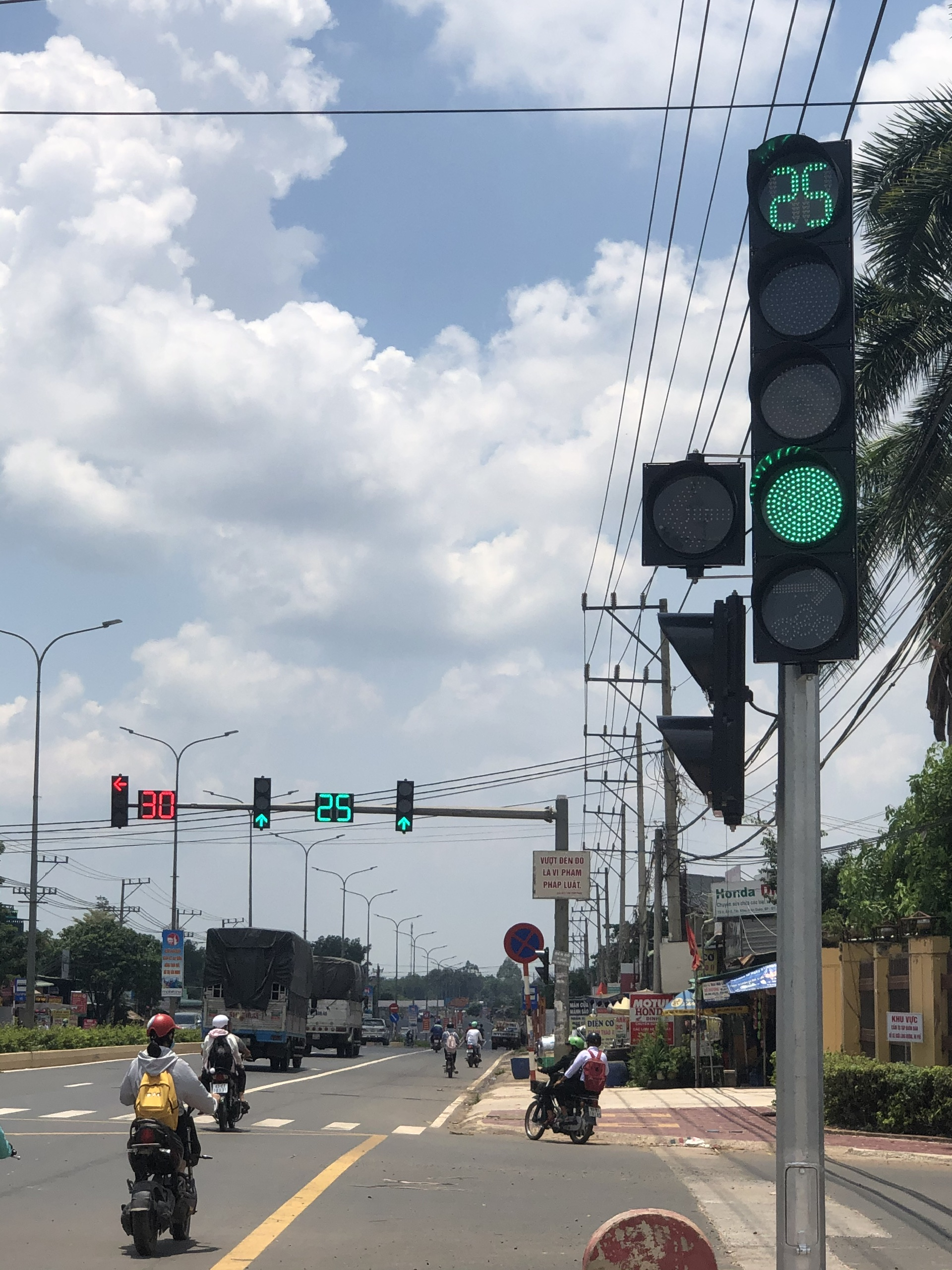 Đèn THGT và chiếu sáng NLMT