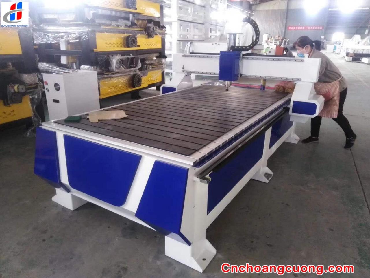 Máy CNC bàn nhôm - Máy CNC một đầu hút chân không hiện đại