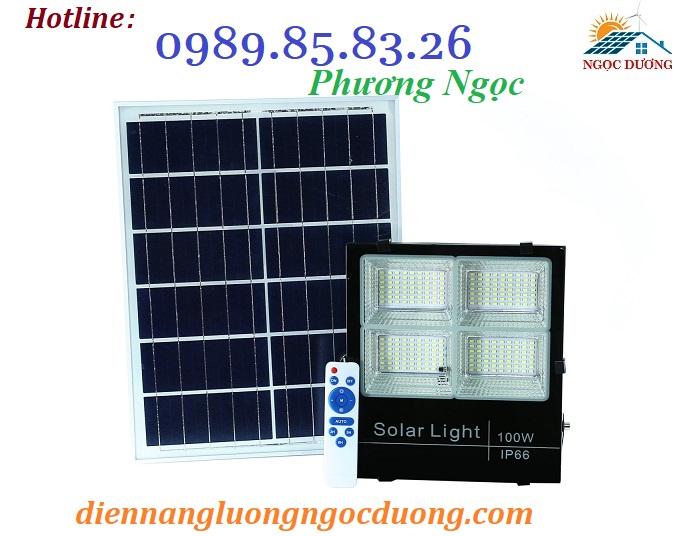 Đèn LED pha năng lượng mặt trời 100W 4 khoang