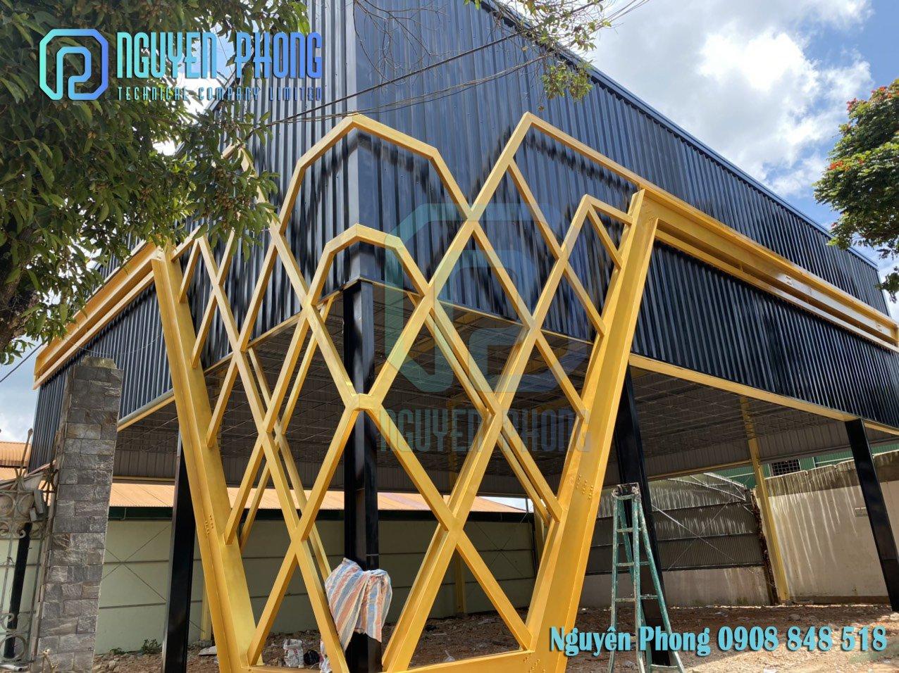 Mặt dựng trang trí showroom, văn phòng công ty, nhà phố, studio giá tốt 2021