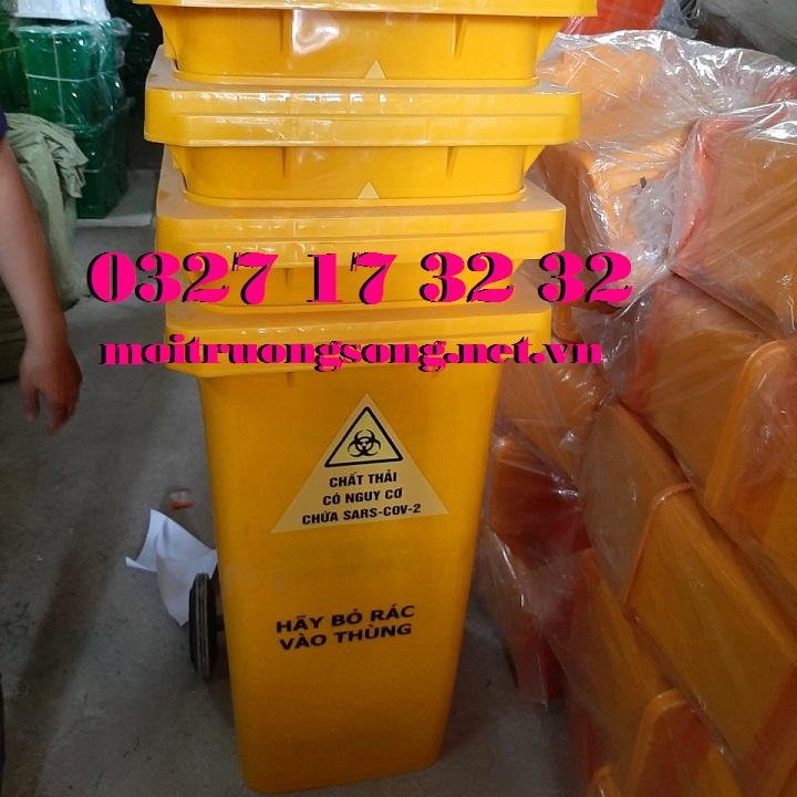 Thùng rác đựng chất thải có nguy cơ chứa Sars-CoV-2 nắp kín