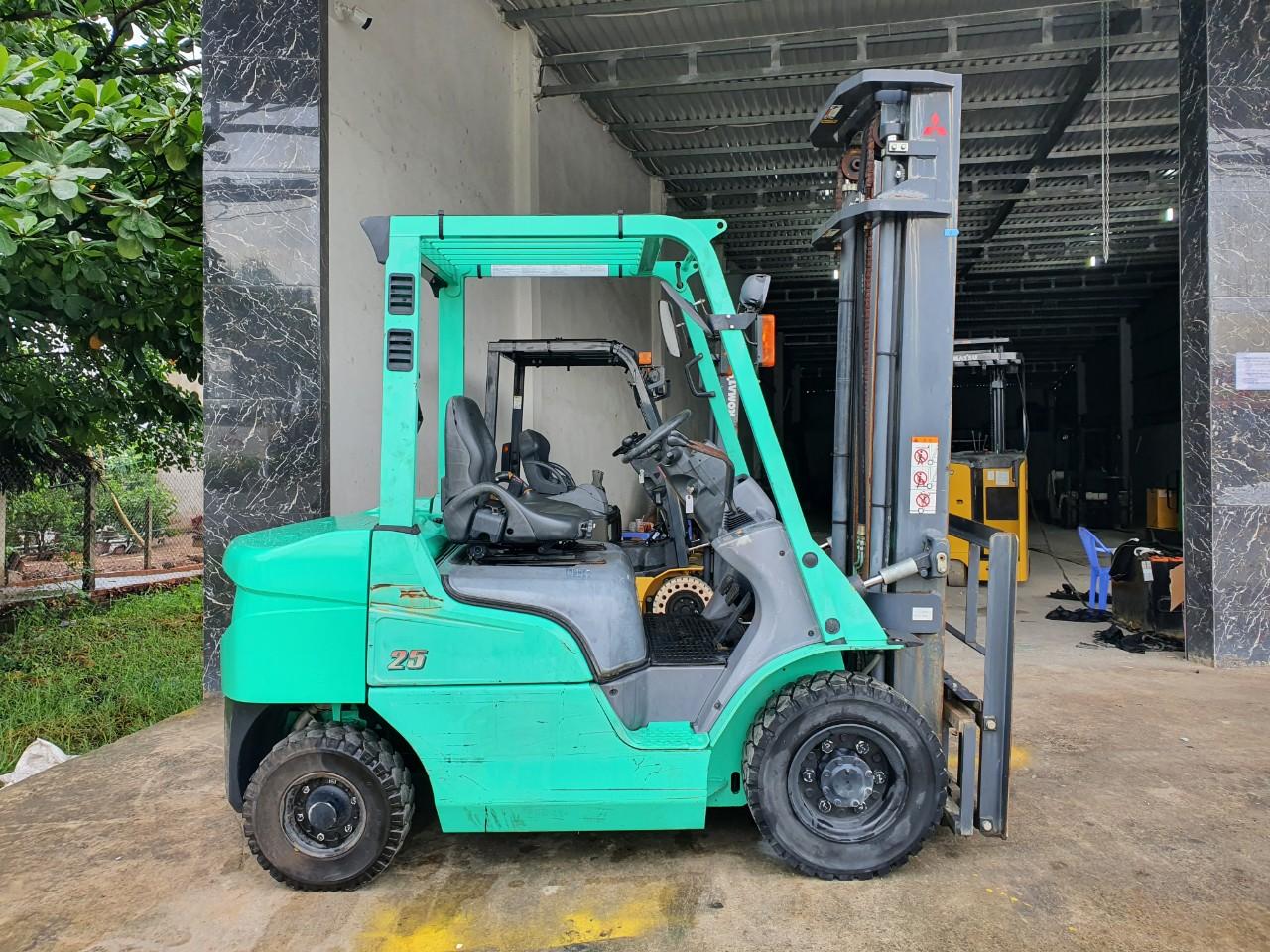 BÁN Xe nâng Mitsubishi-2016-sức nâng 2.5 tấn-chưa chạy ở Việt Nam