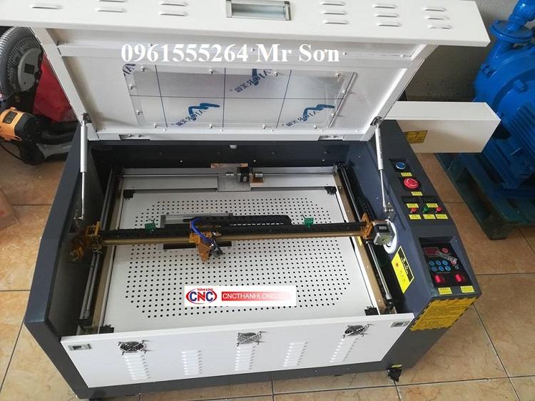 Máy laser 4060 cắt mica gỗ