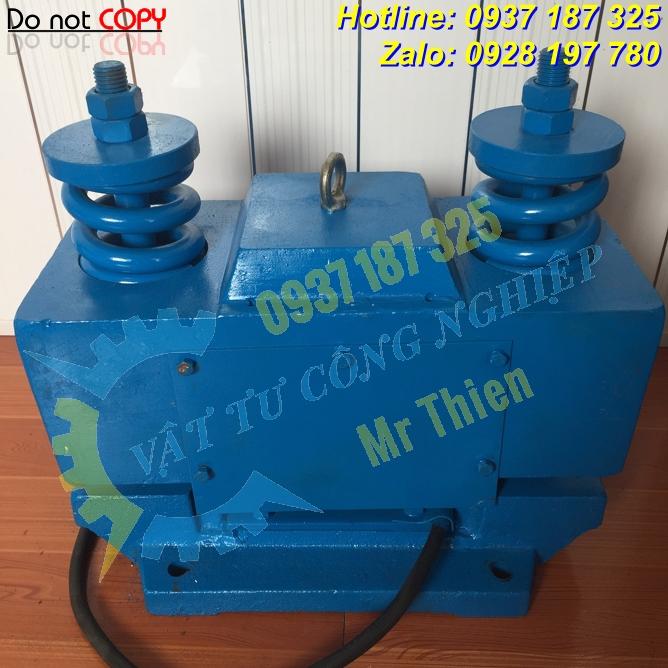 Đầm rung , CZ200 , 230V, lực rung 200KN , Vibrating amplitude 1.5 mm ,