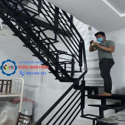 Cầu thang sắt trong nhà đẹp - 2021