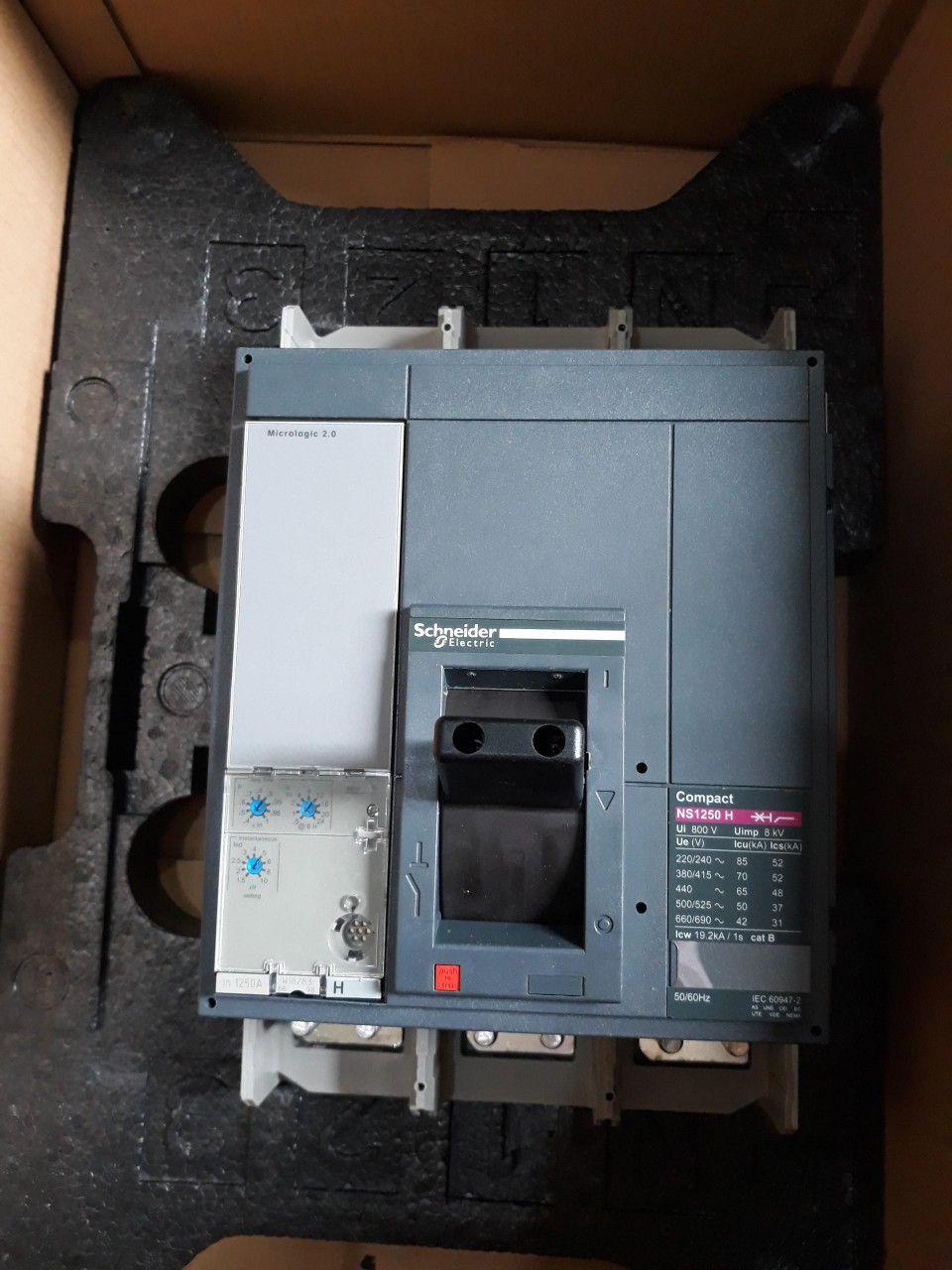 MCCB NS1250H - 3P 1250A 70kA - NS125H3M2 Schneider